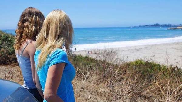 girls+beach.jpg