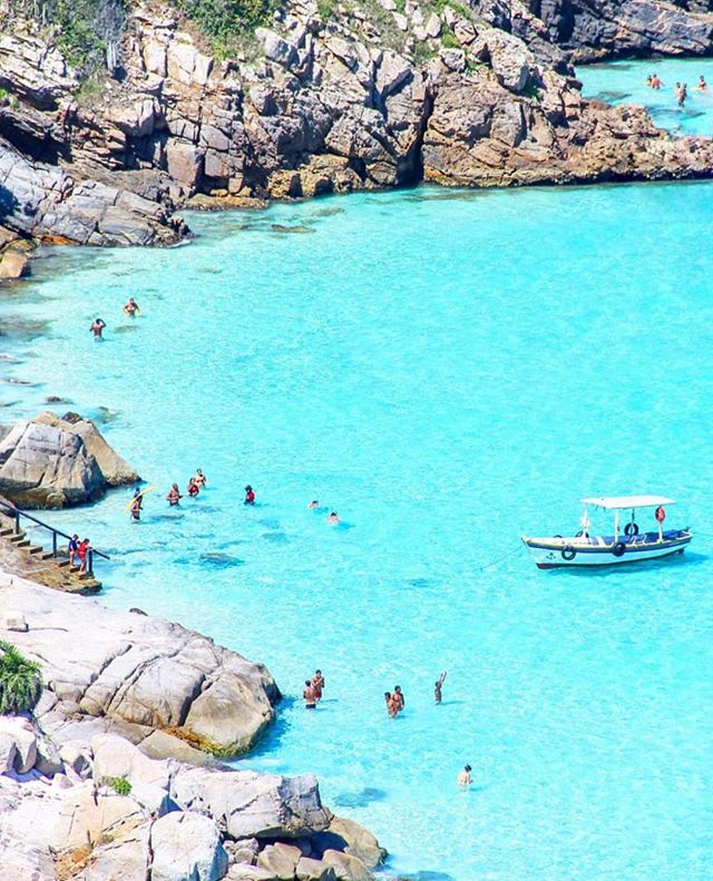 Unbound x Arraial do Cabo ⠀ ⠀ Arraial do Cabo is famous for it's white sand beaches and stunning blue water - as you can see pictured here. It looks like absolute paradise. ⠀ ⠀ Did you know you can take guided tours around Brazil and visit not only the Christ the Redeemer statue but also the other beauties that Brazil has to offer? ⠀ ⠀ Make sure you check out the link in our bio to see the trips around the world visiting all 7 Wonders and more! ⠀ ⠀ Remember to tag #theunboundedworld for a chance to have your images featured here!⠀ ⠀ 📸 @thiago.lopez