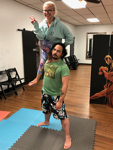 Acro Yoga - Sit on Shoulder