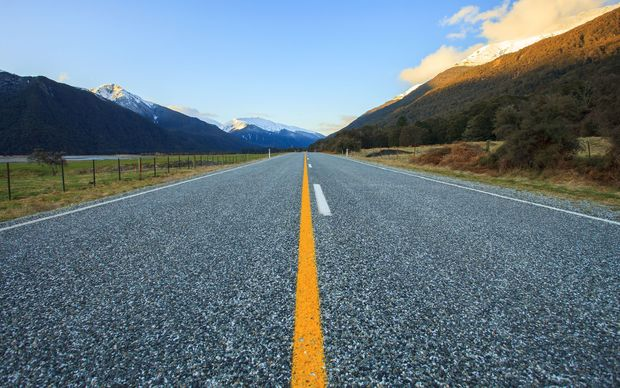 eight_col_Asphalt_highway_in_NZ_16x10.jpg