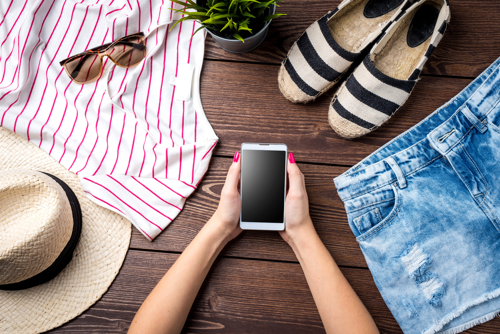 New styles nearby - Fashion is in the streets for us to explore and experience. Through the HangRr (app), we connects you to the shops where greets you and your friends with refreshments and ready-to-wear outfits.Check out the daily style try on event