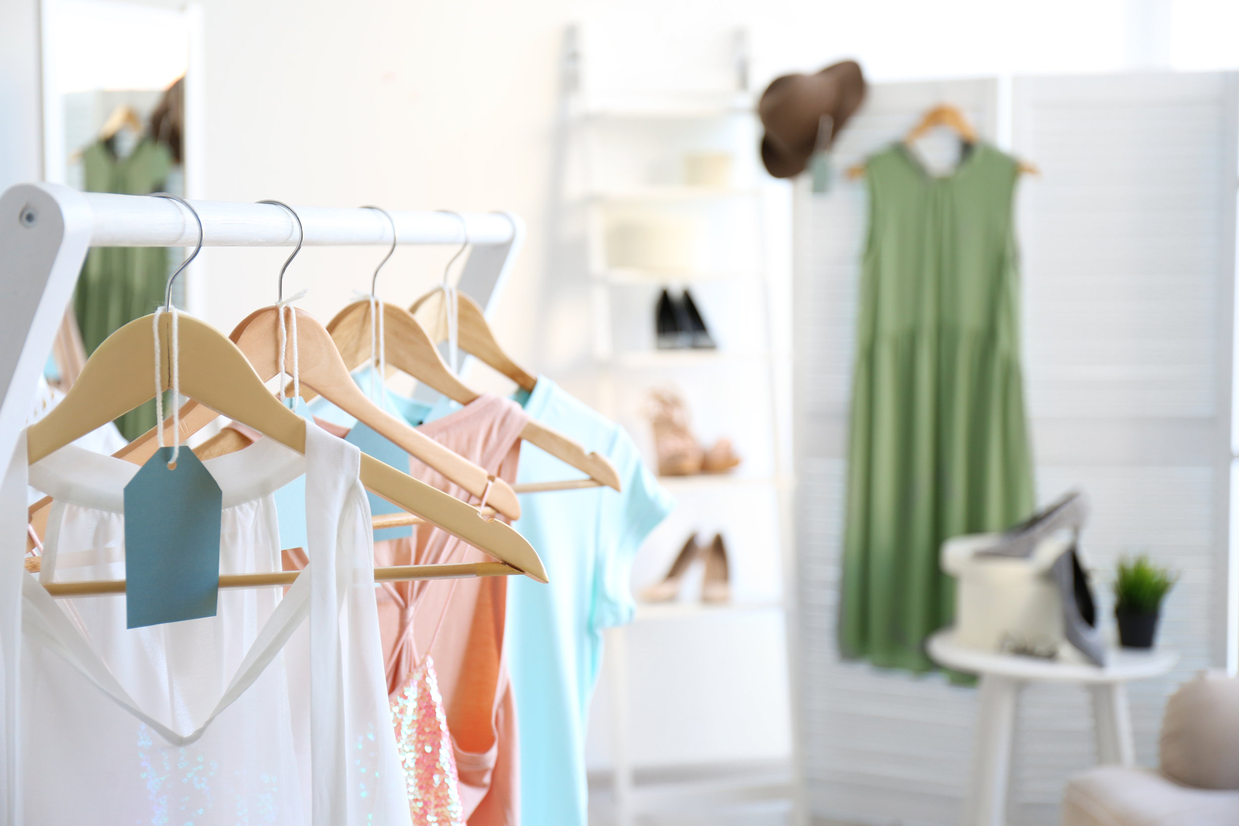HangRr app, your agent that matches you with the right customer. - One style lookOne hourOne dressing room