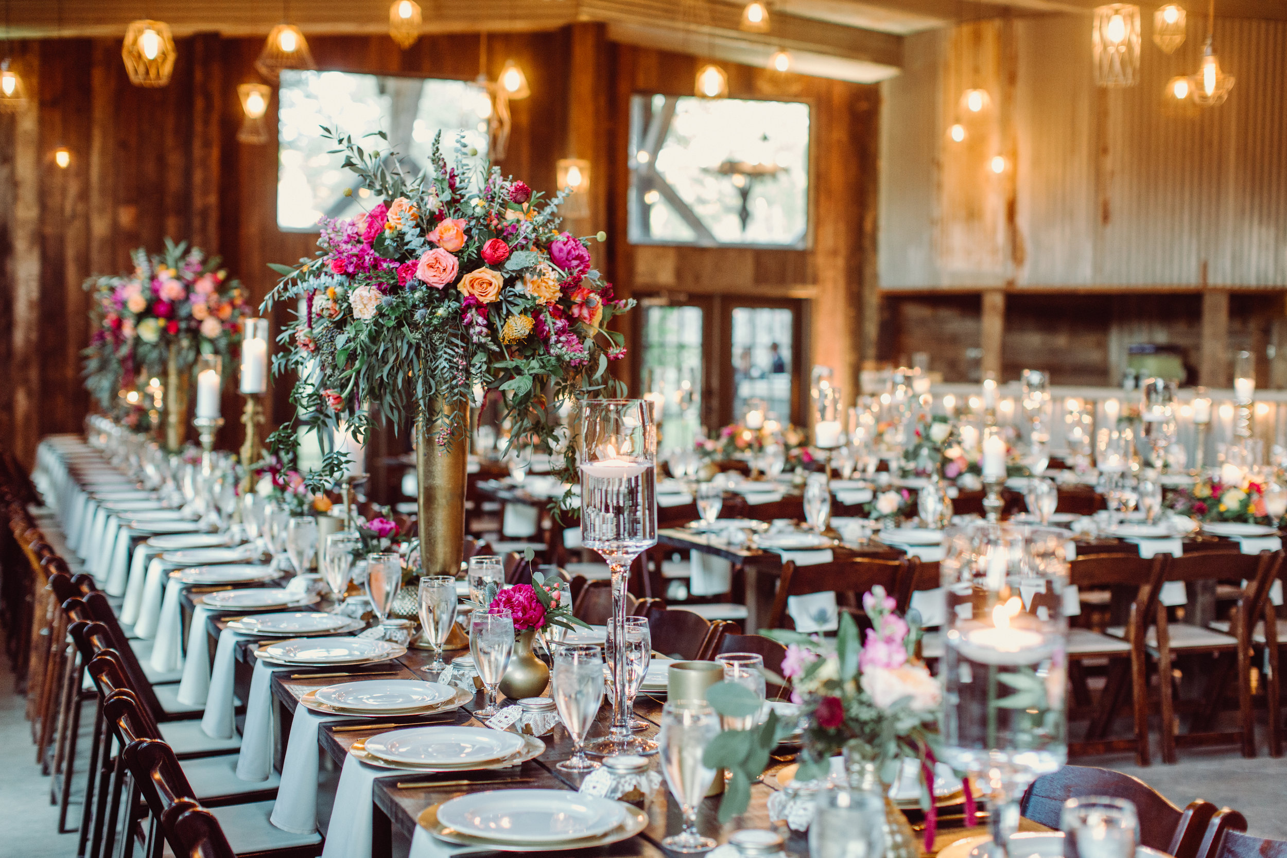 the-creek-haus-petal-pushers-sweetheart-table-fireplace-wedding-venue-reception-barn-decor