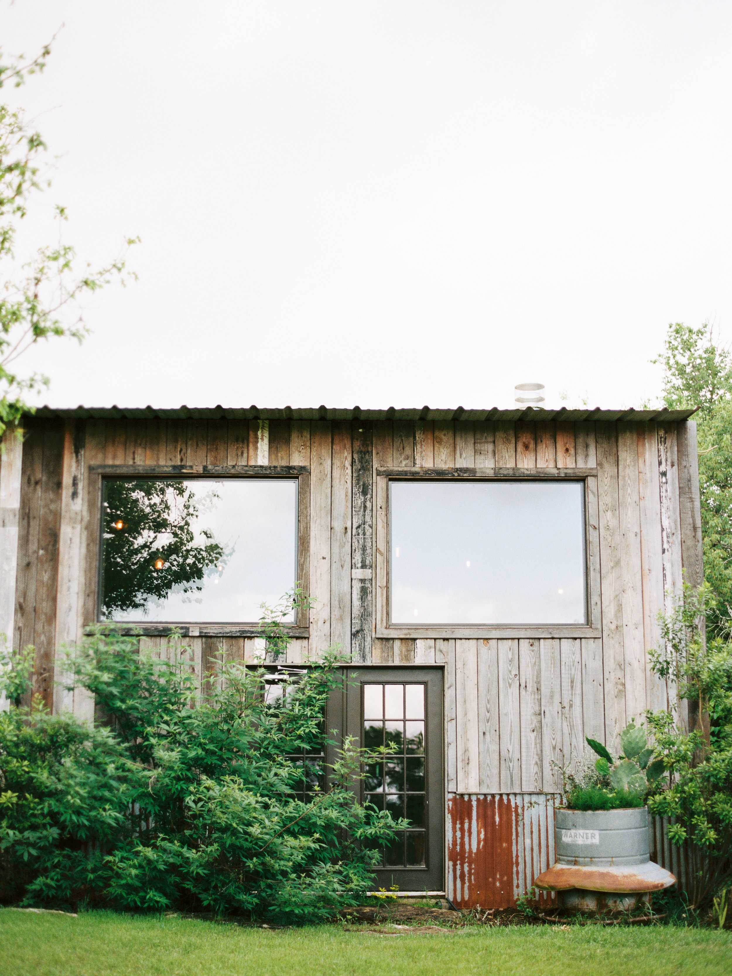 the-creek-haus-desintation-weekend-lodging-wedding-venue-austin-texas-hill-country
