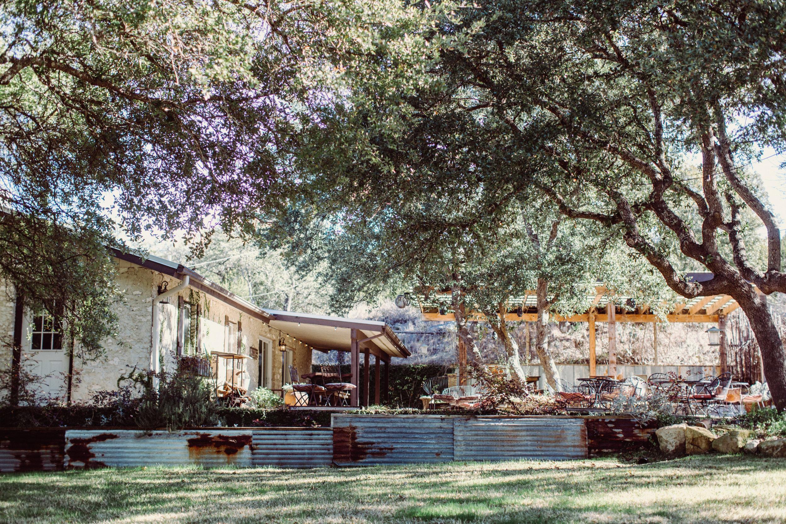the-creek-haus-austin-texas-wedding-venue-destination-austin-texas-lodging-winter-open-house-honeymoon-cottage-jona-christina-photography