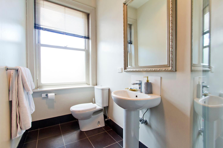 Accommodation for Couples Deloraine | Deloraine Hotel