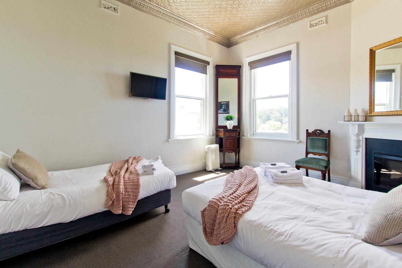 Triple Accommodation Deloraine | Deloraine Hotel