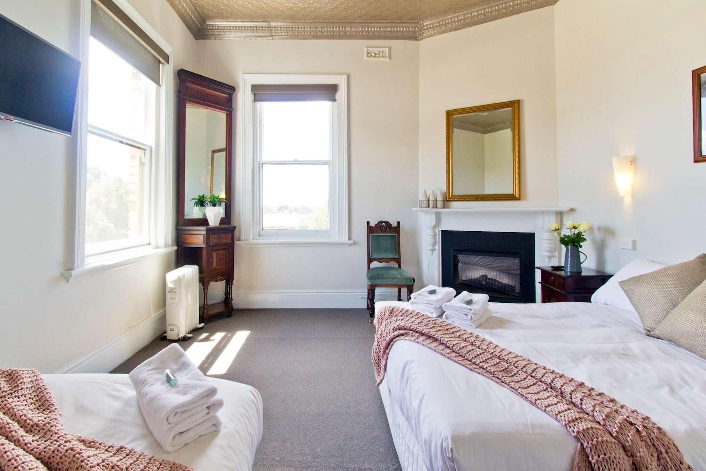 Accommodation Tasmania | Deloraine Hotel