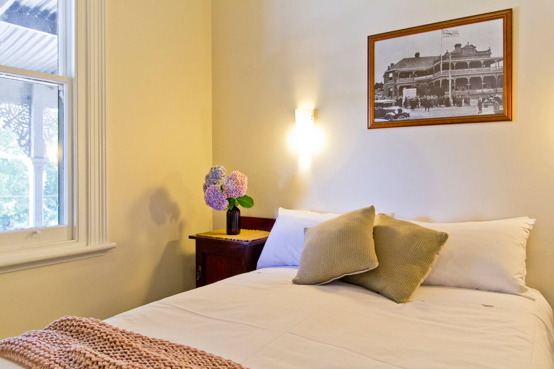 Heritage Accommodation |  Deloraine Hotel