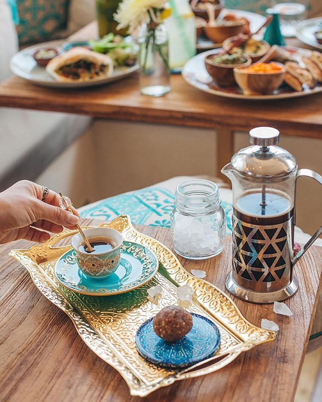 Afternoon tea at Falafel Temple ✨ come by for our delicious homemade Moroccan Mint Tea or French Press Coffee ☕️ Open for lunch & dinner until 9pm tonight | 📸 @sasha_navetnaya @bestinbali