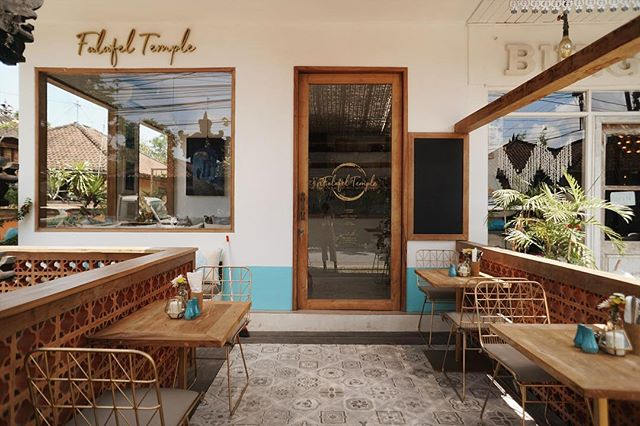 Our little slice of heaven 🌴 Come and smell the pita bread at @falafeltemple this afternoon 🥙 Open from 10-10 ✨ Jl. Pantai Berawa No. 34, Canggu, Bali