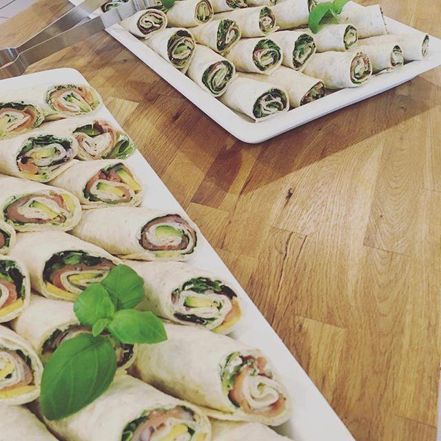 Nyhet! Spør etter vår hjemmelaget wraps! #laks&avokado #spekeskinke&pesto 💫