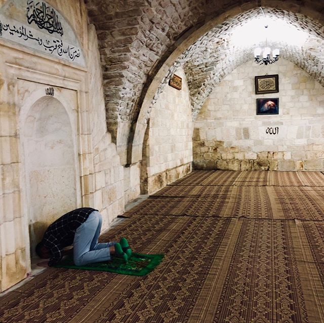 #PRAYER I love you when you bow in your mosque, kneel in your temple, pray in your church. For you and I are sons of one religion, and it is the spirit. - #khalilgibran 📸 @sadafsyedart #sadafsyed #sadafsyedart Photo 1: Jerusalem  Photo 2: Penang, Malaysia  Photo 3: Bethlehem  Photo 4: Arizona, USA . . #art #photo #worshippers #god #allah #buddha #jesus #church #temple #mosque #houseofgod #culture #worldreligions #islam #muslims #christians #hindus #judaism #abrahamicreligions #photo #photography  #travelphotography #spirituality #soul #author #books #placesyoupray