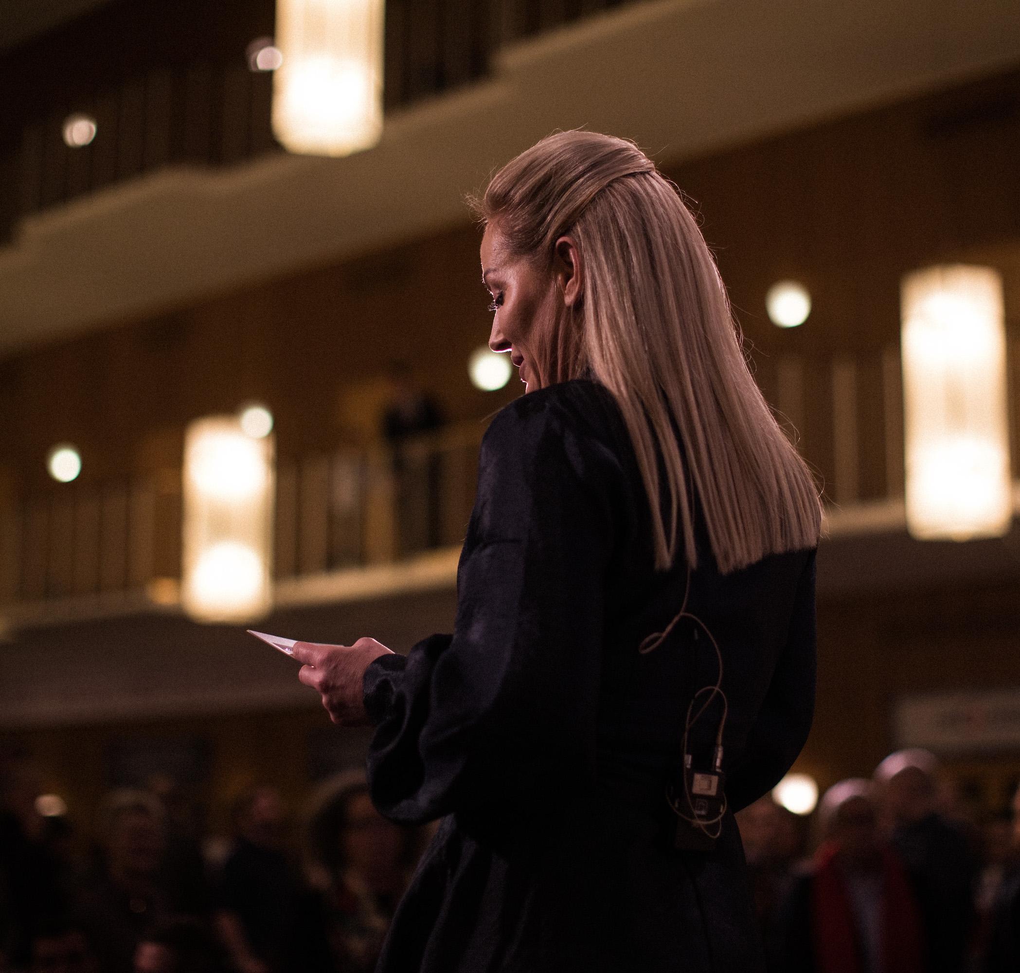 """""""Da vi fik mulighed for at være en del af arrangementet følte vi et stort ansvar for at anerkende hele værdikæden. Det er vigtigt at hylde restauranternes præstationer som hold, og lige så vigtigt at hylde de mange råvareproducenter, der gør det hele muligt"""" - — Anna Lund, Aarhusdirektør for FOOD"""