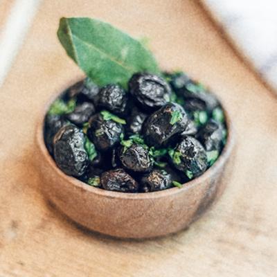 Detalle 4 - Las aceitunas negras de la ensalada son de Marruecos. Sí, aquí también hay aceitunas muy buenas, pero estas nos gustaron especialmente porque son carnosas y muy sabrosas.