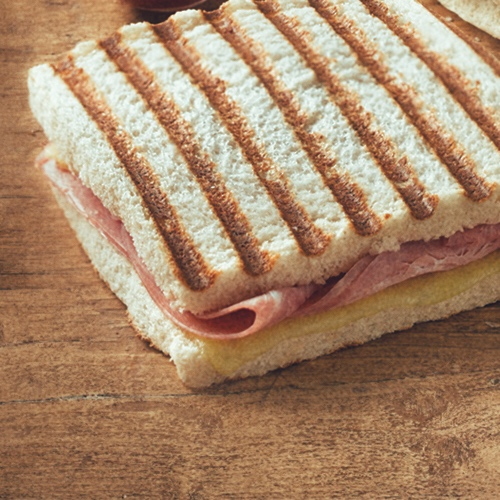 Detail 15 - The distinctness of SandwiChez is most noticeable in the simplest of products, like the  Bikini . The ingredients we use are topmost quality (specially the ham).