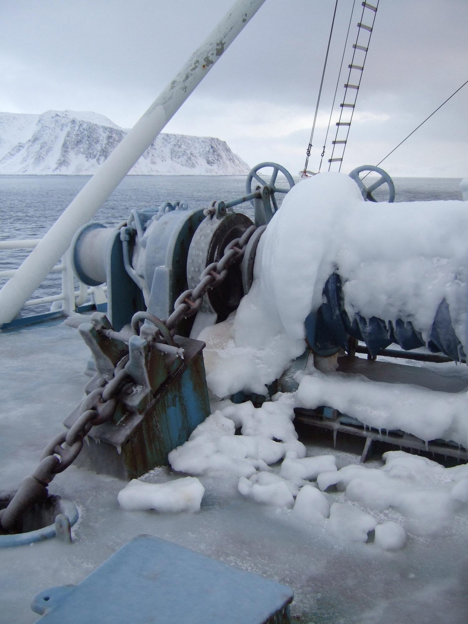 Ising på forskningsbåden Lance. Mye ising av denne typen kan få skip til å synke. Foto: Eli Anne Ersdal.