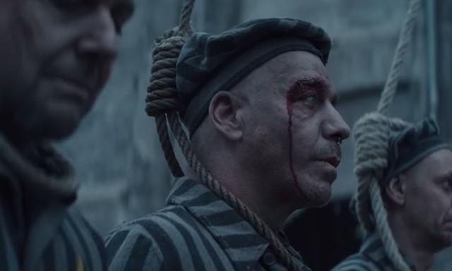 Provoserte: Bilde fra teaseren Rammstein slapp på sosiale medier. Foto: Screenshot fra Youtube video  Deutschland. Opphavsrett: Universal Music.