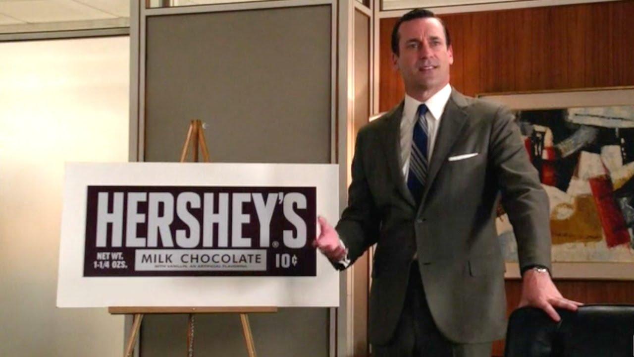 Å selge Hershey-sjokolade bringer frem dårlige minner for hovedkarakteren Donald Draper. Foto: AMC.