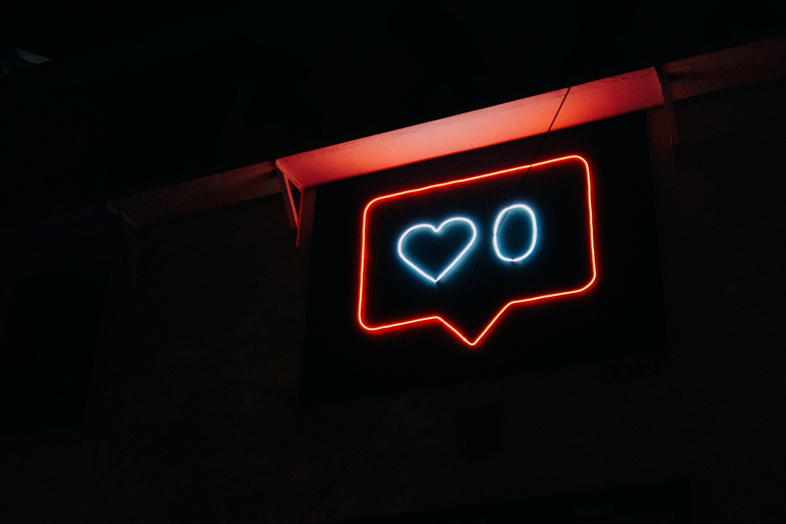 'Likes' kan fort bli et fjernt minne, hvis testing av Instagrams nye funksjoner blir møtt med positivitet fra brukere  Foto: Prateek Katyal /  Unsplash