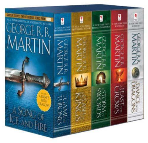De fem bøkene som har kommet hittil er temmelig tjukke. Tenk på alt TV-serien kuttet vekk! Foto:  Outland.no