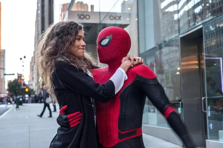 Zendaya og Tom Holland i Spider-Man: Far From Home  Opphavsrett: Sony Pictures Entertainment / Foto:  IMDb