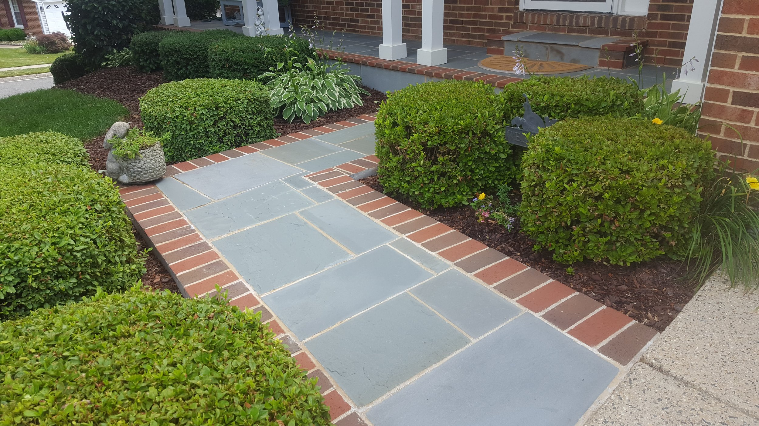 Flagstone Walkay with Brick Edge.jpg