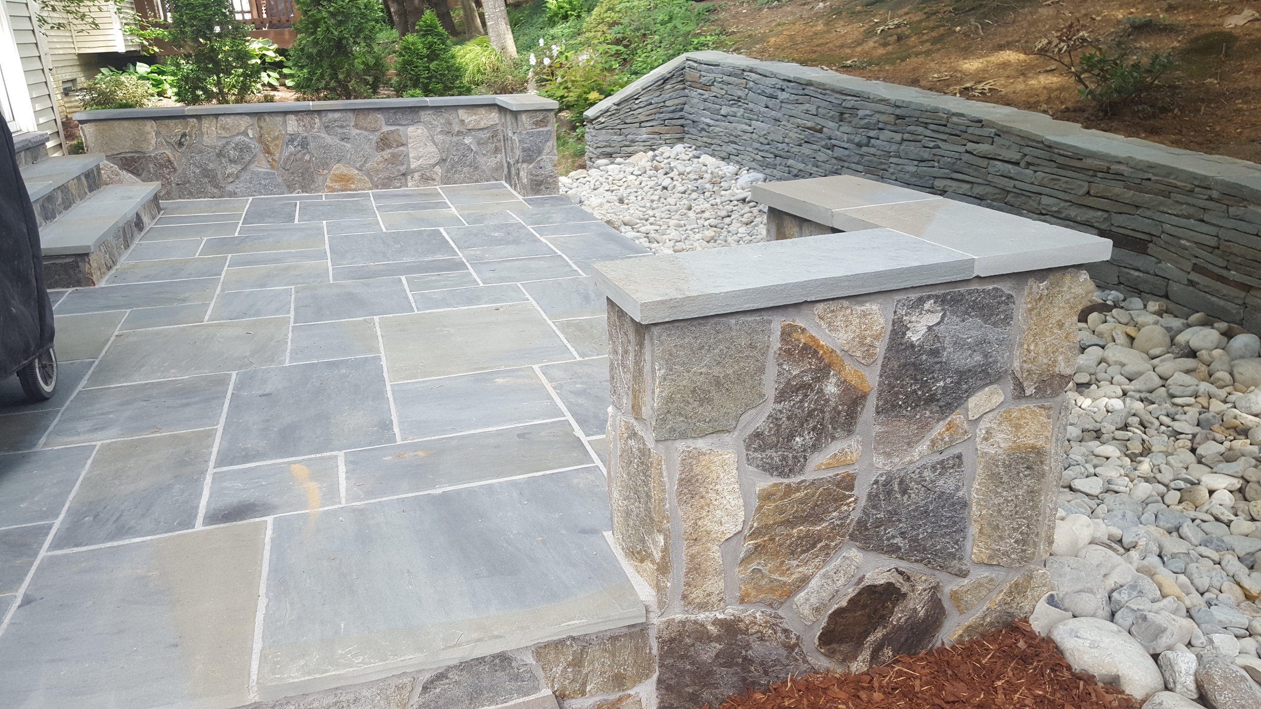 Thermo.Flagstone Patio. Veneer Seat wall with Colonial Stone Retaining Wall.jpg