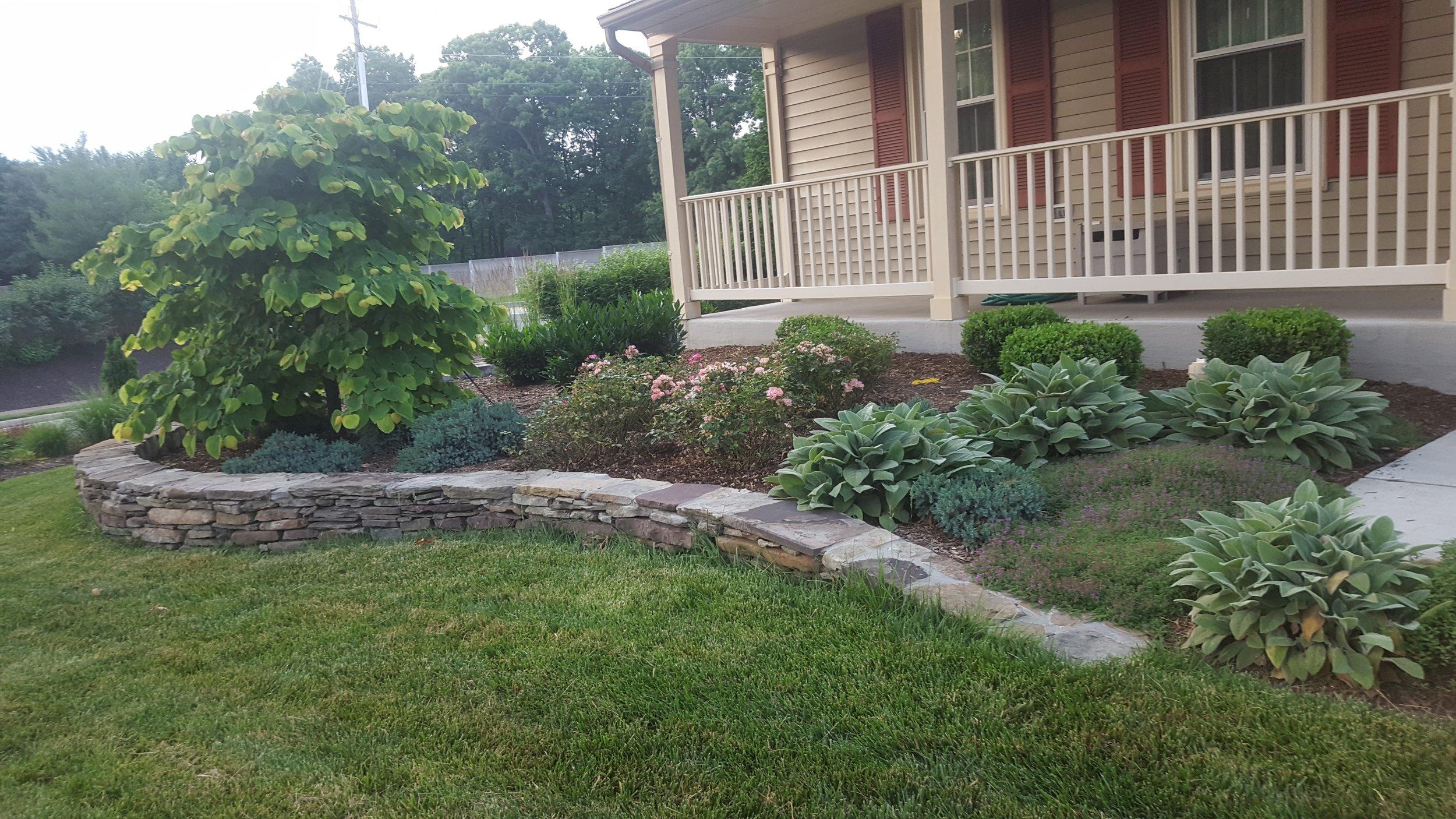 Fieldstone Garden Wall w.Landscapeing.jpg