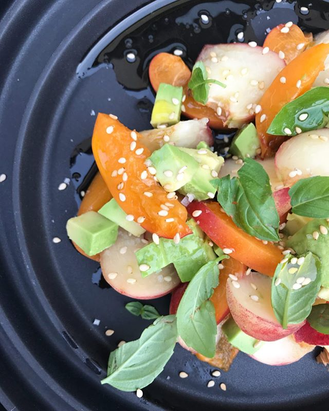 Salade#pêches de vigne#healthyfood abricots #avocats#micafood