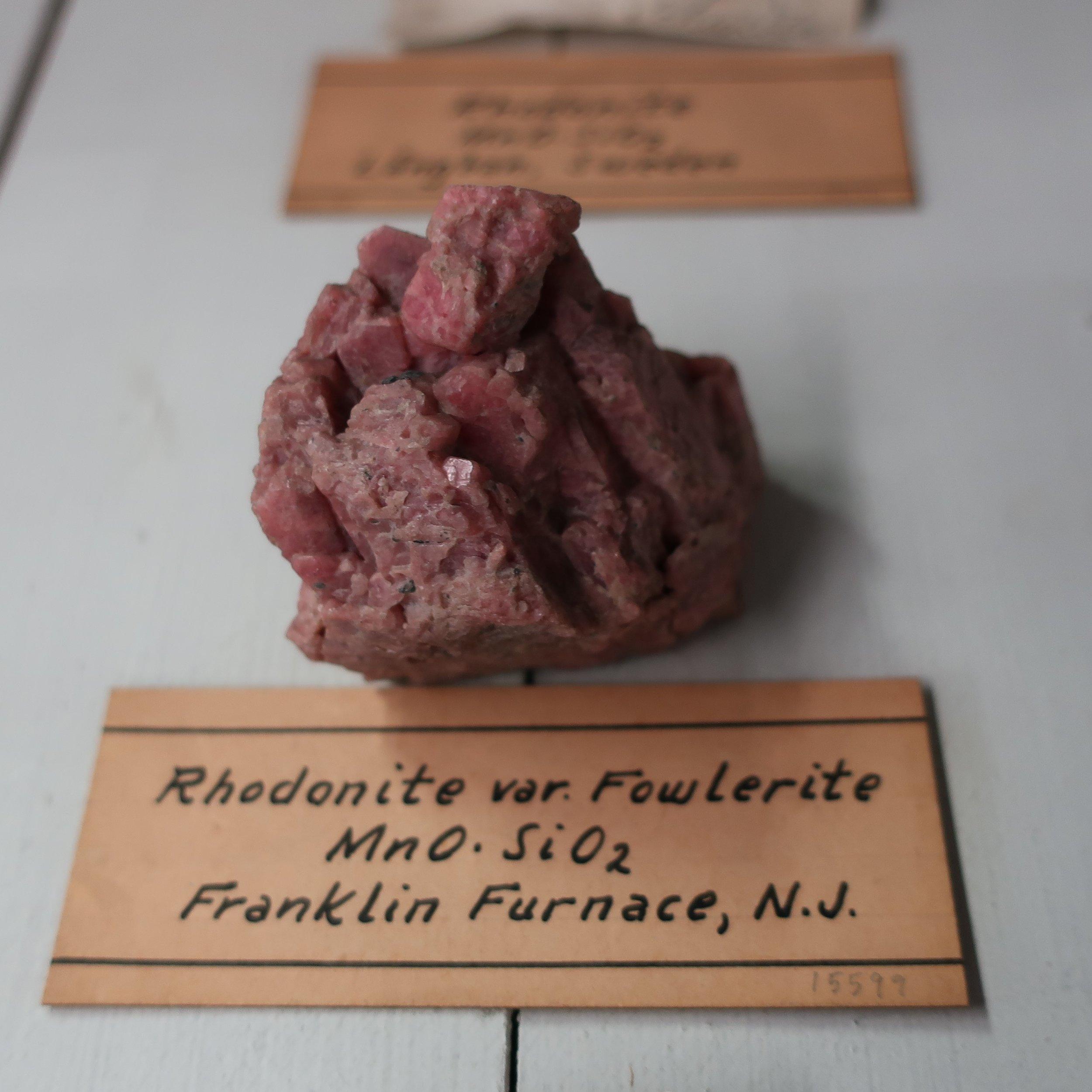 Rhodonite (Fowlerite) 2.jpg