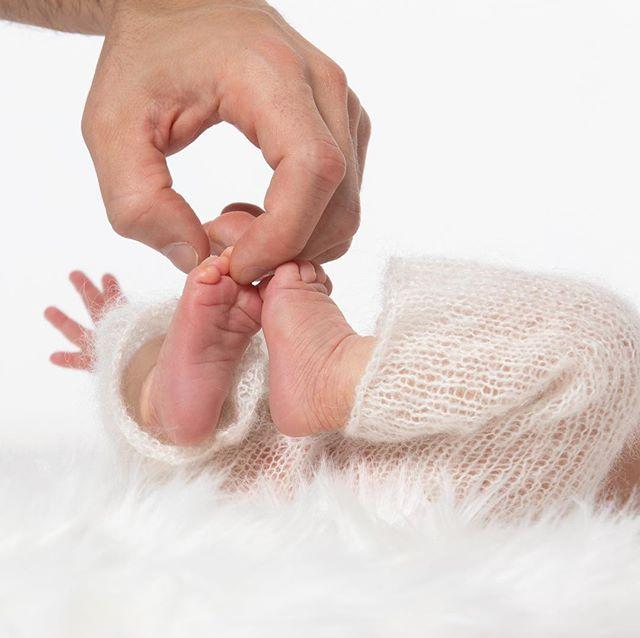 Newborns are precious!  #newbornphotography #newbornphotographers #babyphotographer #babyphotography #manhattanbeach #hermosabeach #palosverdes #katmonkphoto #katmonkphotography #prophotographer #portraitphotographer