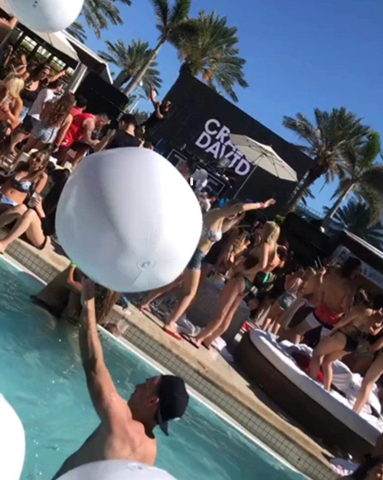 Fontainebleu Pool Party