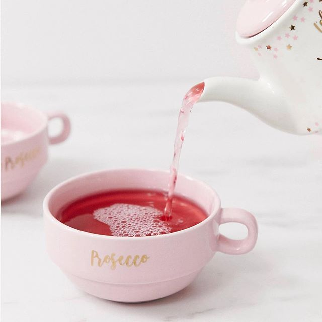 🍾Rather be drinking Prosecco🥂 right now? We've got the perfect tea set for your mindset, shop now🛍🛒! Link in bio👆🏼photo credit 📸ASOS #idratherbedrinkingprosecco #prosecco #teapot #teaparty #teaset #kitchendecor #kitchenwares #happyfriday #friday #afternoontea #sassandbelle #dailydecordose #dailydecordetail #ladies #ladiesatlunch #sassandbelle #pink #fridayvibes #homeatlast #homestyling