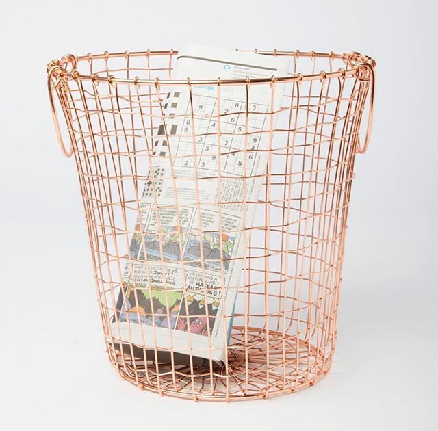 🗞Your rubbish never looked so good🧡! Shop our Copper Wire Waste Paper Basket Now👆🏼 #home #homeinspo #homestyle #homeatlast #fridayfeeling #copper #copperbasket #wiremesh #dailydecordose #interiorsonabudget #budgetinteriors #sassandbelle #bin #storagesolutions #homedecor #homeaccessories #homeoffice #getorganised #getsorted #rosegoldinterior #homeofficeinspo #storageinspo #filing