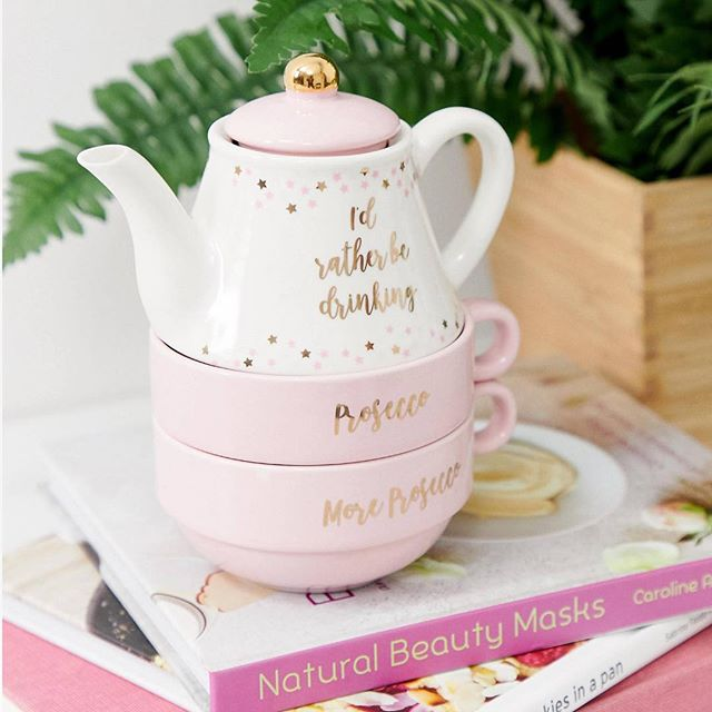 The perfect dry January gift ☕️🎈cheers to a spot of afternoon tea! Shop now link in bio👆🏼 #dryjanuary #giftideas #teapot #cupoftheday #sassandbelle #cupoftea #pinkteapot #homeinterior #homedecor #kitchenware #homeaccessories #january #sundayvibes #afternoontea #afternoondelight #homeatlast