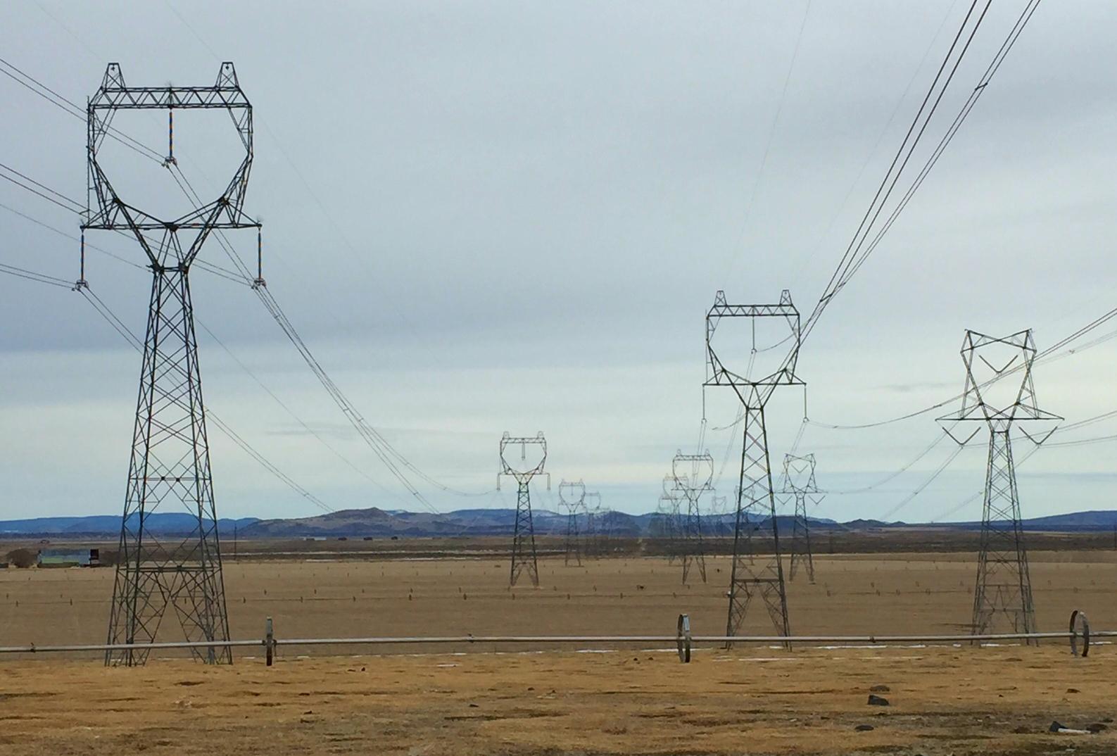 transmission-line-near-christmas-valley.jpg