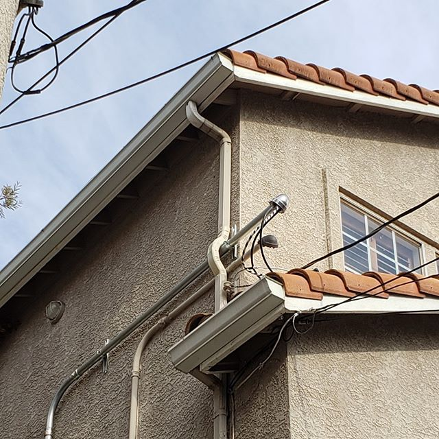 Our #guttergurus like challenge! Rain Gutter Gurus are #sheetmetal experts and can fabricate the best possible solution to make your gutter system function optimally. Call 424-284-9662 today to find out about our sheet metal services.