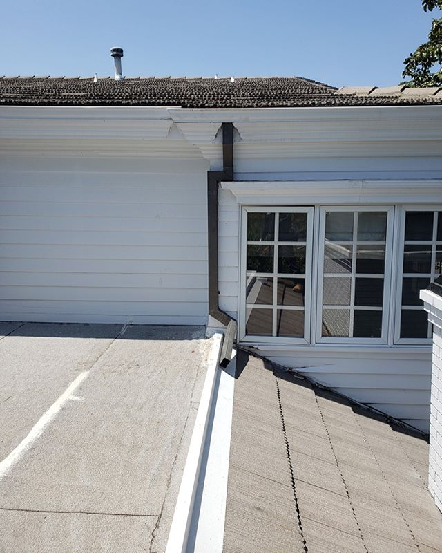 Rain diversion is a key component of an efficient #raingutter system. Rain Gutter Gurus can check your property for damage to areas like fascia and improve drainage. #savewater Call 424-284-9662 today to schedule an #RGG expert evaluation of your gutter system. #norottenfascia  #💧 #savewater #windowwashinggurus #5staryelp #luxuryhomes#homedecor #architecture #rainbarrel #realestate #coppergutters #seamlessgutters#licensedbondedinsured #luxuryrealestate #ecofriendly #rainwaterdiversion#protectyourproperty #rainbarrelinstallation #rainguttercleaning #raingutterrepair#raingutterinstallation #loansbysuzette #southerncalifornia#cleanlinessisnexttogodliness #befreelittlegutters #cleanyourgutters #savemoney#protectyourproperty