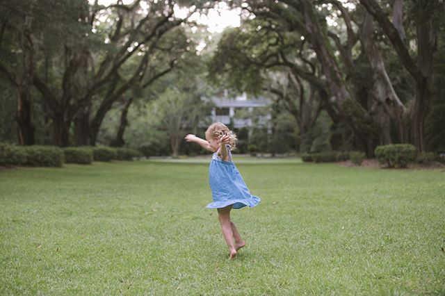 I love my job so much but I'm looking forward to a well needed break from editing and taking pictures in 100 degree weather!! Time to twirl into vacation mode. 🎉🎂✌🏼#Recharge #BirthdayWeek #carmenashphotography #childphotographer  @wachesaw_plantation_club @lobowles