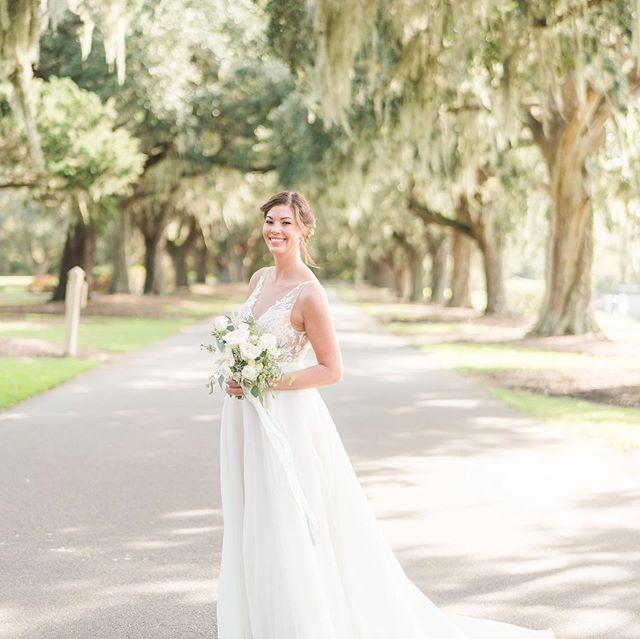 Nothing like a southern Caledonia wedding!! Congratulations Ashley and Cameron! @afibley06 @willoweventdesigns @katedyephoto @eventworksrentals @inletaffairs @myiecakes #southernweddings #plantationwedding #pawleysisland #pawleysislandwedding
