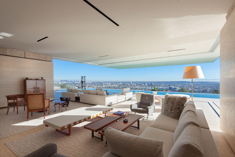 2-CorbinReeves-livingroom-pool-view.jpg