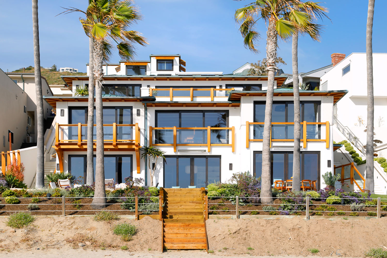 1A-Modern-Beach-House-Rear-Facade-Corbin-Reeves.jpg