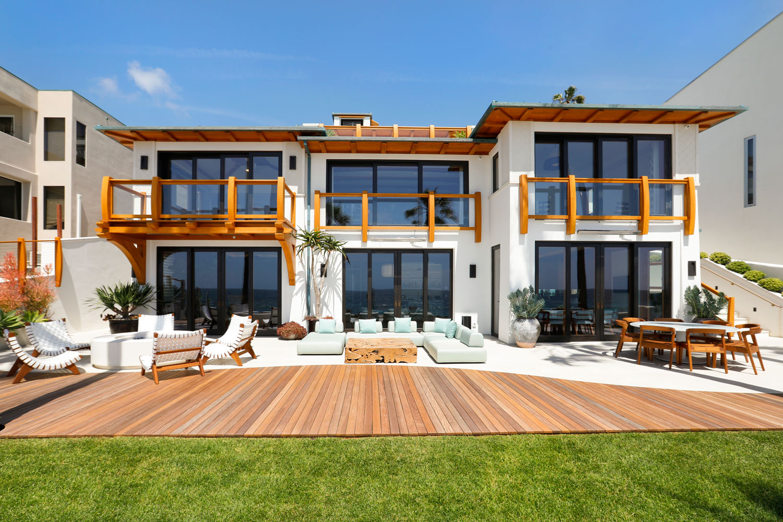 1B-Contemporary-Prairie-Style-Beach-House-Corbin-Reeves.jpg