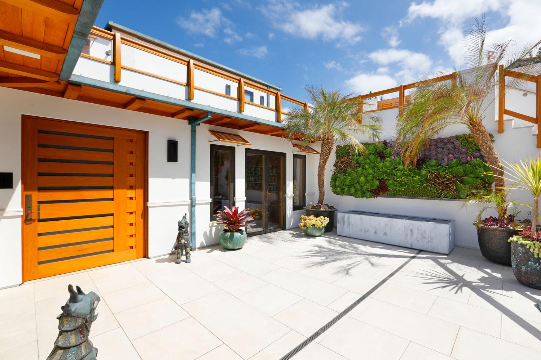 4-Contemporary-Beach-House-Wood-Door-Patio-Corbin-Reeves.jpg