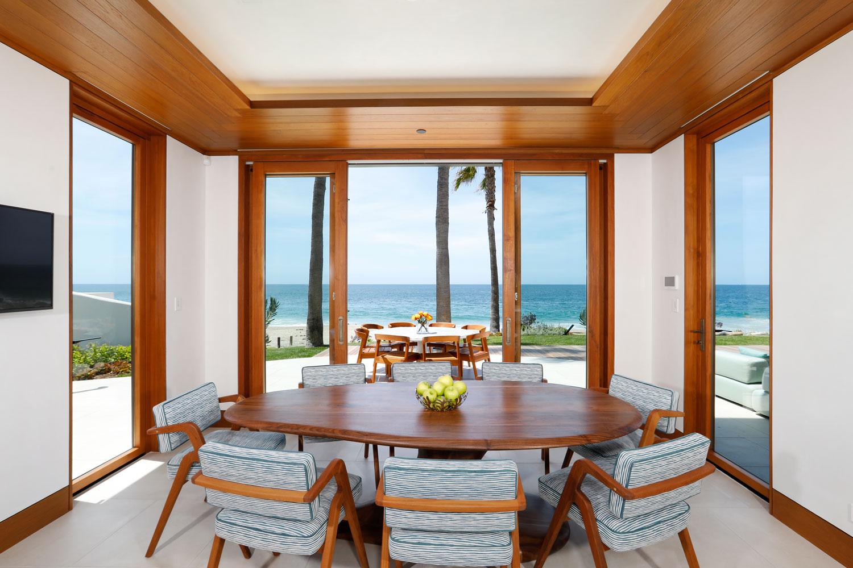 10-Contemporary-Beach-House-Dining-Room-Warm-Wood-Retractable-Doors-Ocean-View-Corbin-Reeves.jpg