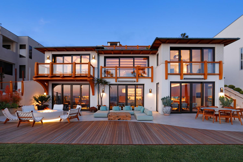 23-Contemporary-Home-Rear-Patio-Fire-Pit-Retractable-Doors-Corbin-Reeves.jpg