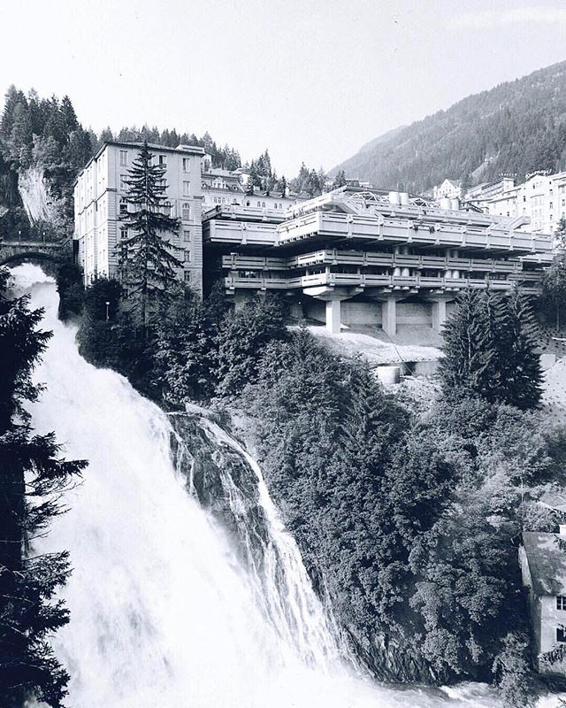 An Architect's heaven now and then: Wild waters x Brutalism x Belle Èpoque. Thank you @vintagebadgastein for archiving all the Bad Gastein beauty. #visitbadgastein #vintagebadgastein #madeforthefuture #abandonedbadgastein