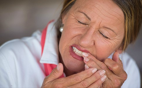 loose-tooth-lady.jpg