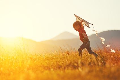 Child-field-kite.jpg